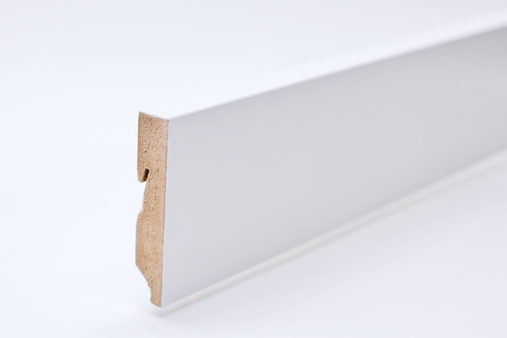 Sockelleiste (2400 x 16 x 80) eckig gefast weiß lackiert - Interio