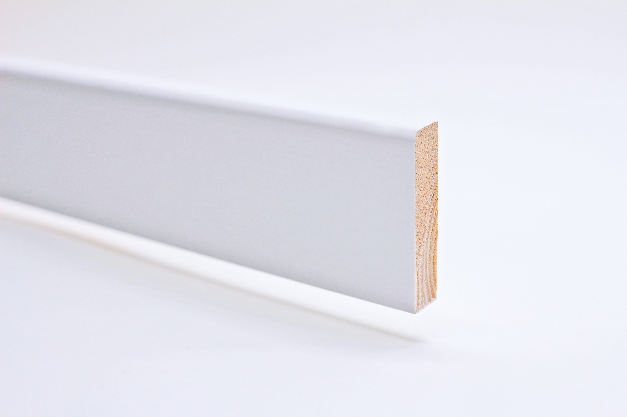 Sockelleiste (2400 x 12 x 70) abgerundet weiß lackiert Massivholz Profil - Interio