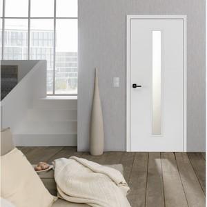 Milieu Glatte weiße Innentür mit Lichtausschnitt mittig im Wohnzimmer